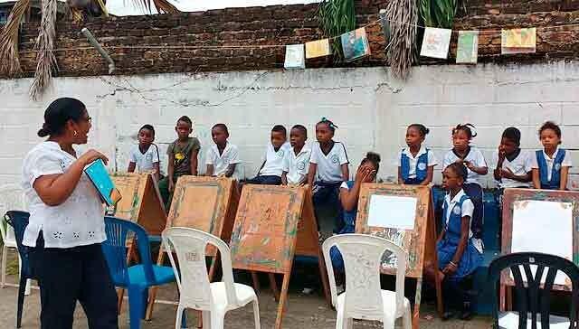 182012369887250222-colombia-tendedero-libros.jpg