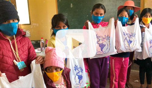 Kits sanitarios para escolares y familias Video