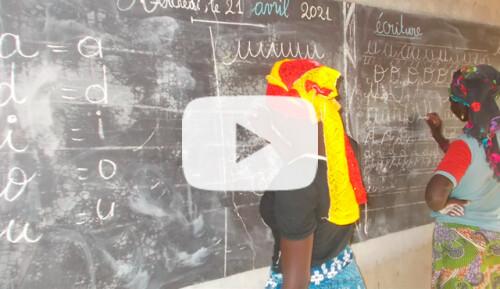 Curso de alfabetización para mujeres Video