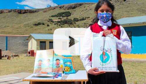 Material escolar para 8.600 niñas-os de Puno Video