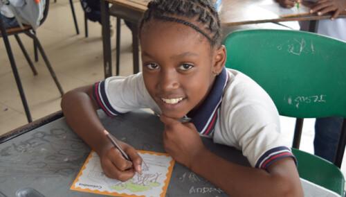 Kits de lectoescritura para 800 escolares